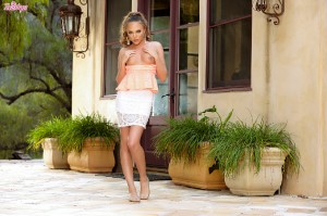 Aubrey Star / Audrey Star – Petite Miss Star Posing Outdoors For Twistys