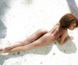 Model Cecilia Lion