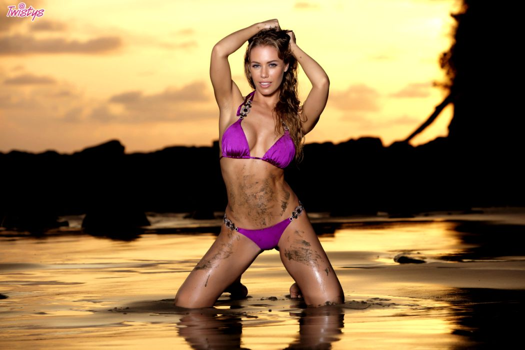 Nicole Aniston In Her Twistys Treat Of The Year Shoot In Costa Rica