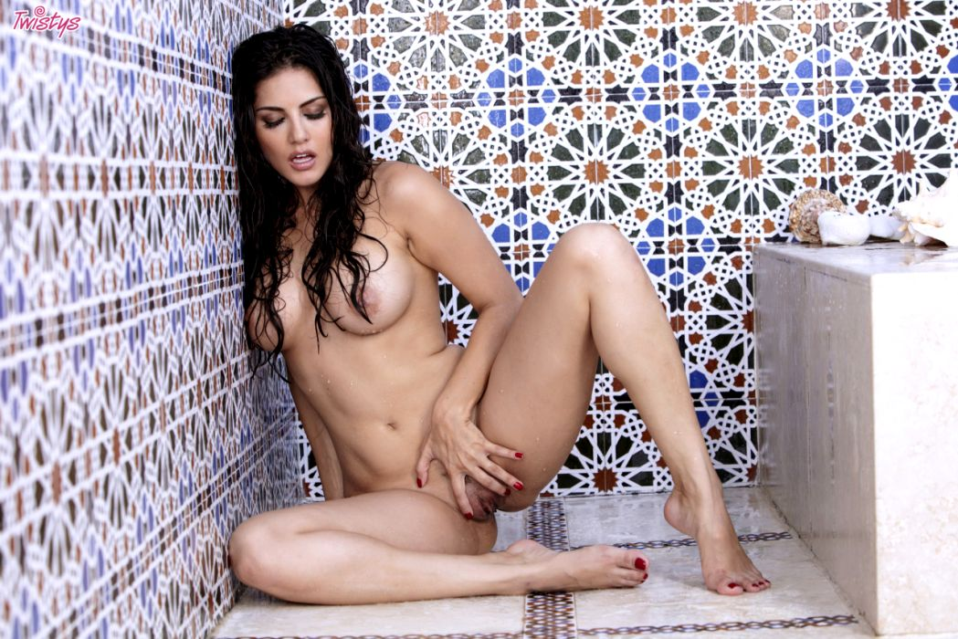 Sunny Leone Getting Wet N Wild In The Shower