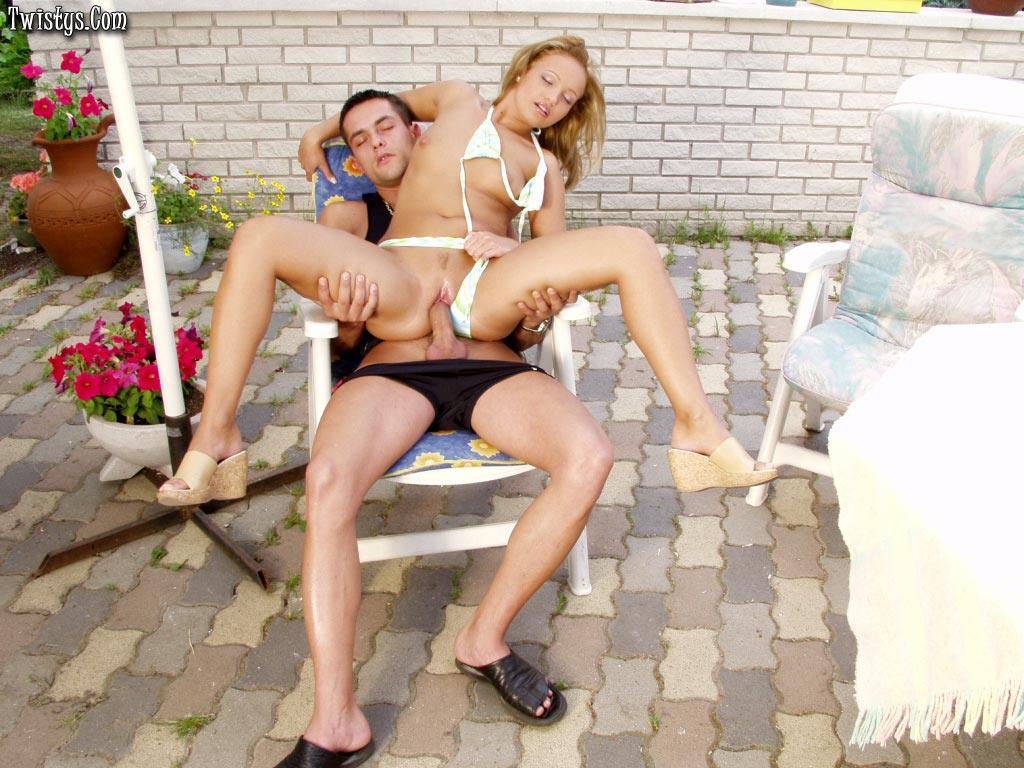 Cute Blonde Tiffany Rose Fucking Handsome Guy Outdoor 5