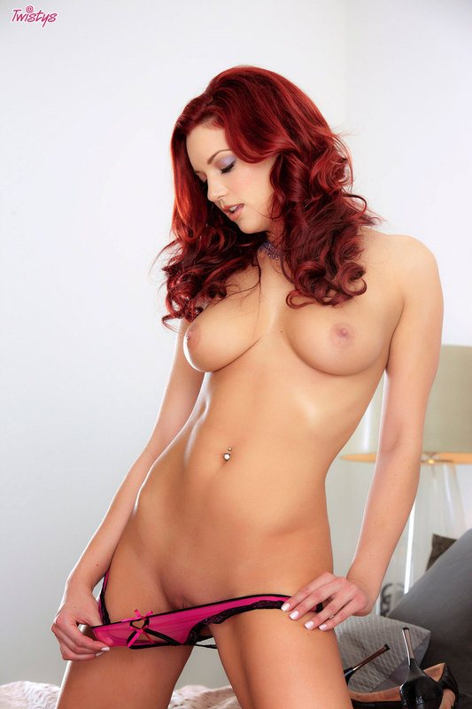 Perfectly Shaped Redhead Babe In Hot Picture Gallerie 6
