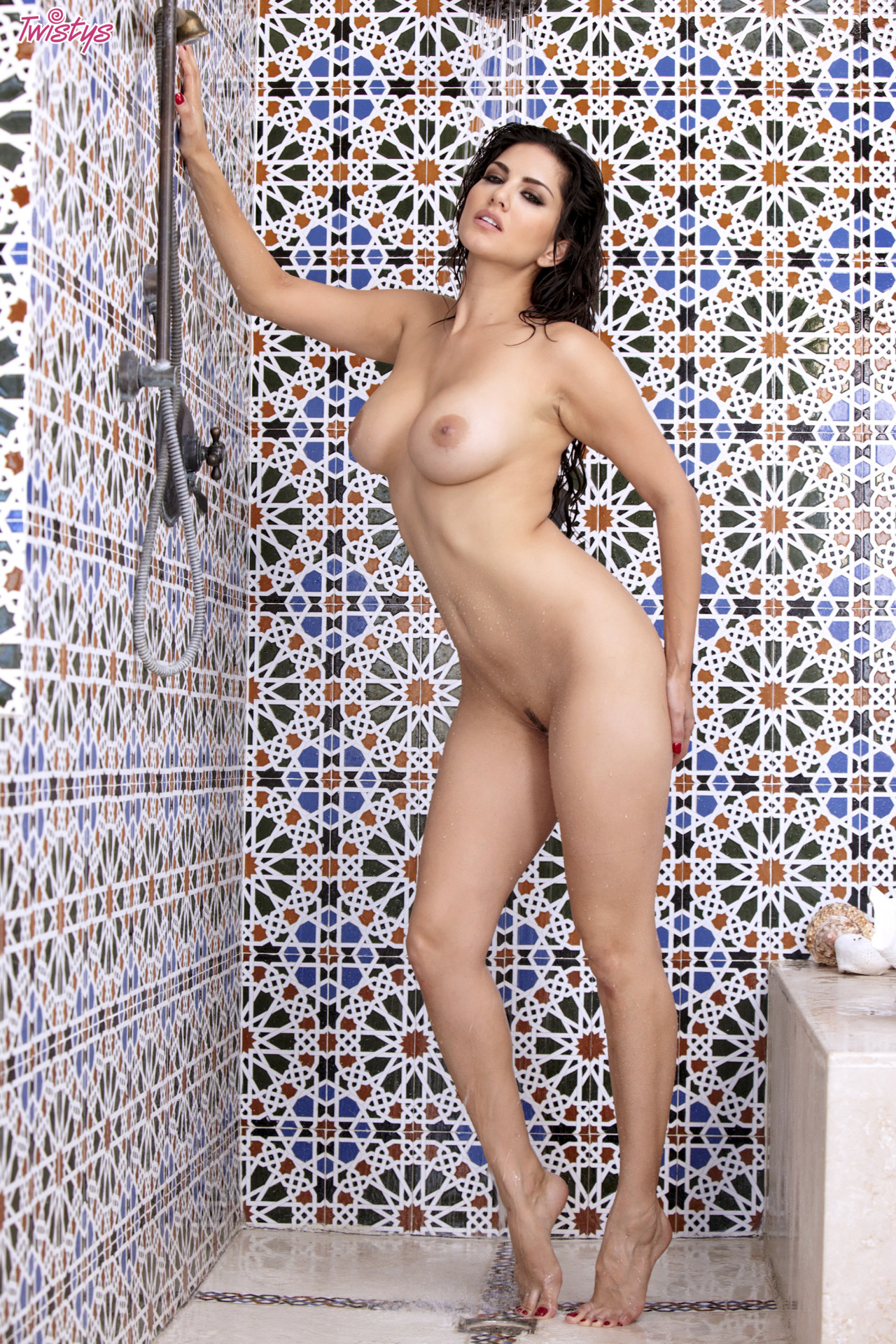 Sunny Leone Getting Wet N Wild In The Shower 1