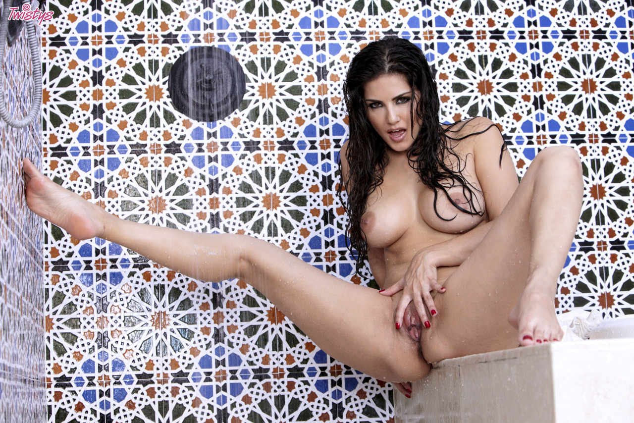 Sunny Leone Getting Wet N Wild In The Shower 5