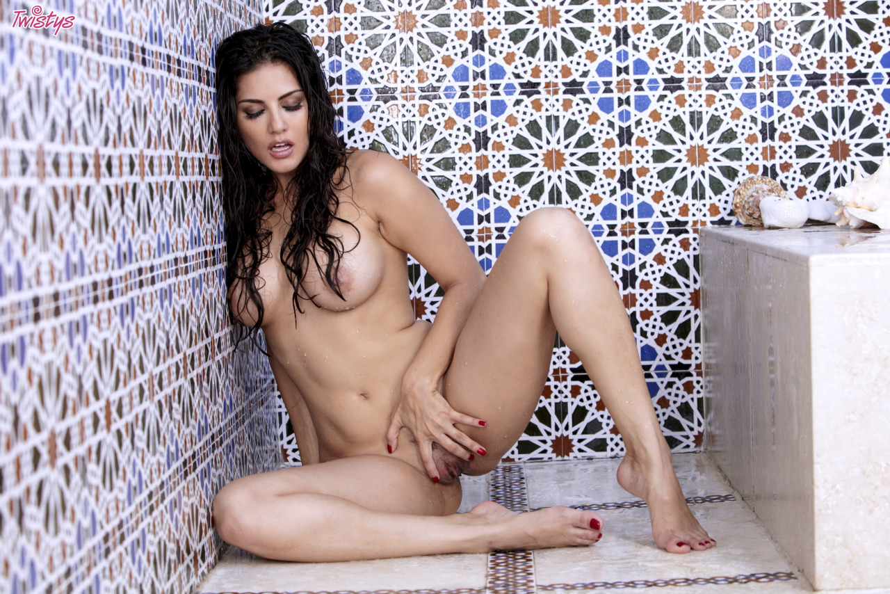 Sunny Leone Getting Wet N Wild In The Shower 9