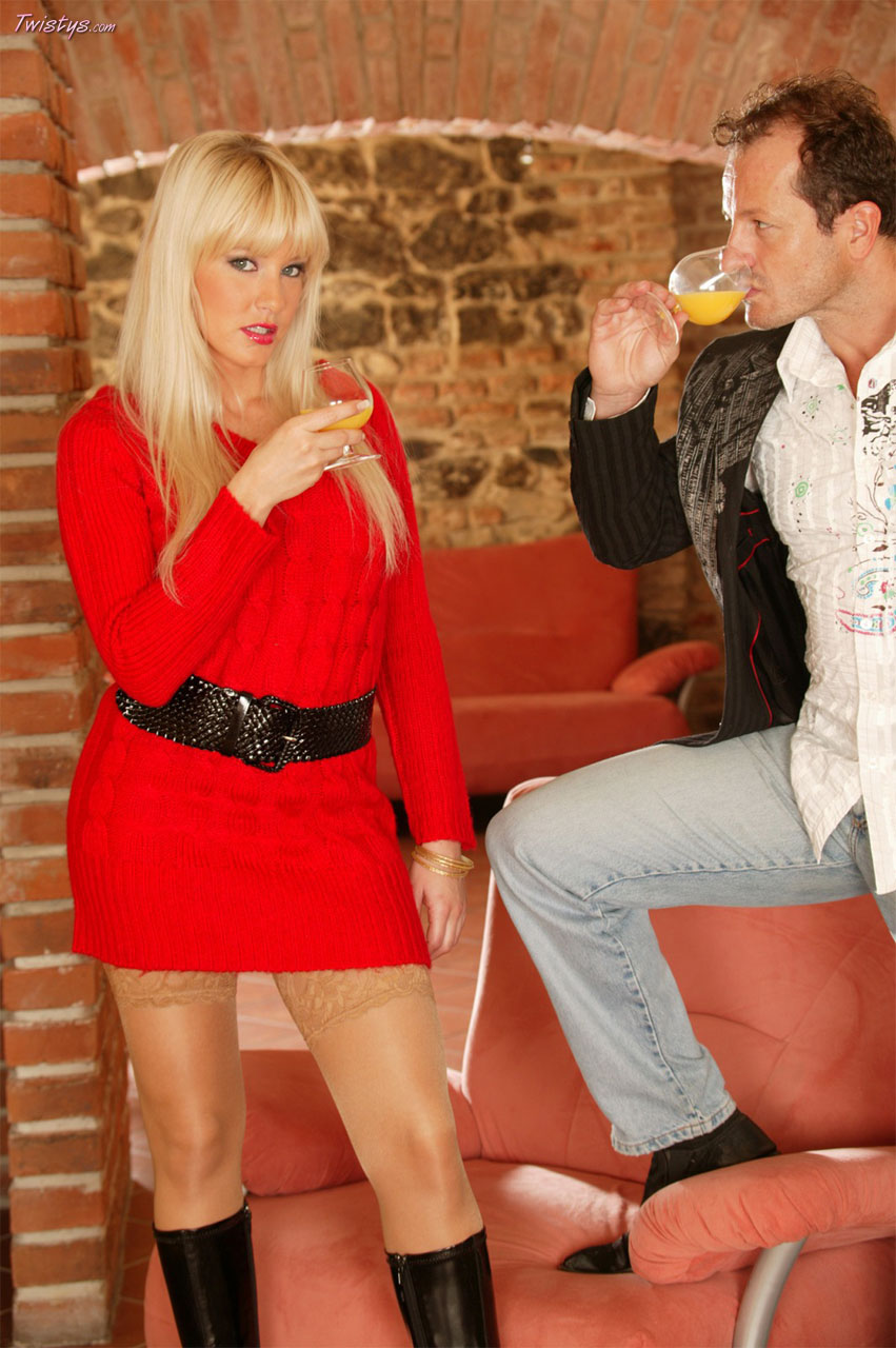 Natalli Di Angelo In Stockings And High Black Boots Gets Anal Fucked 1