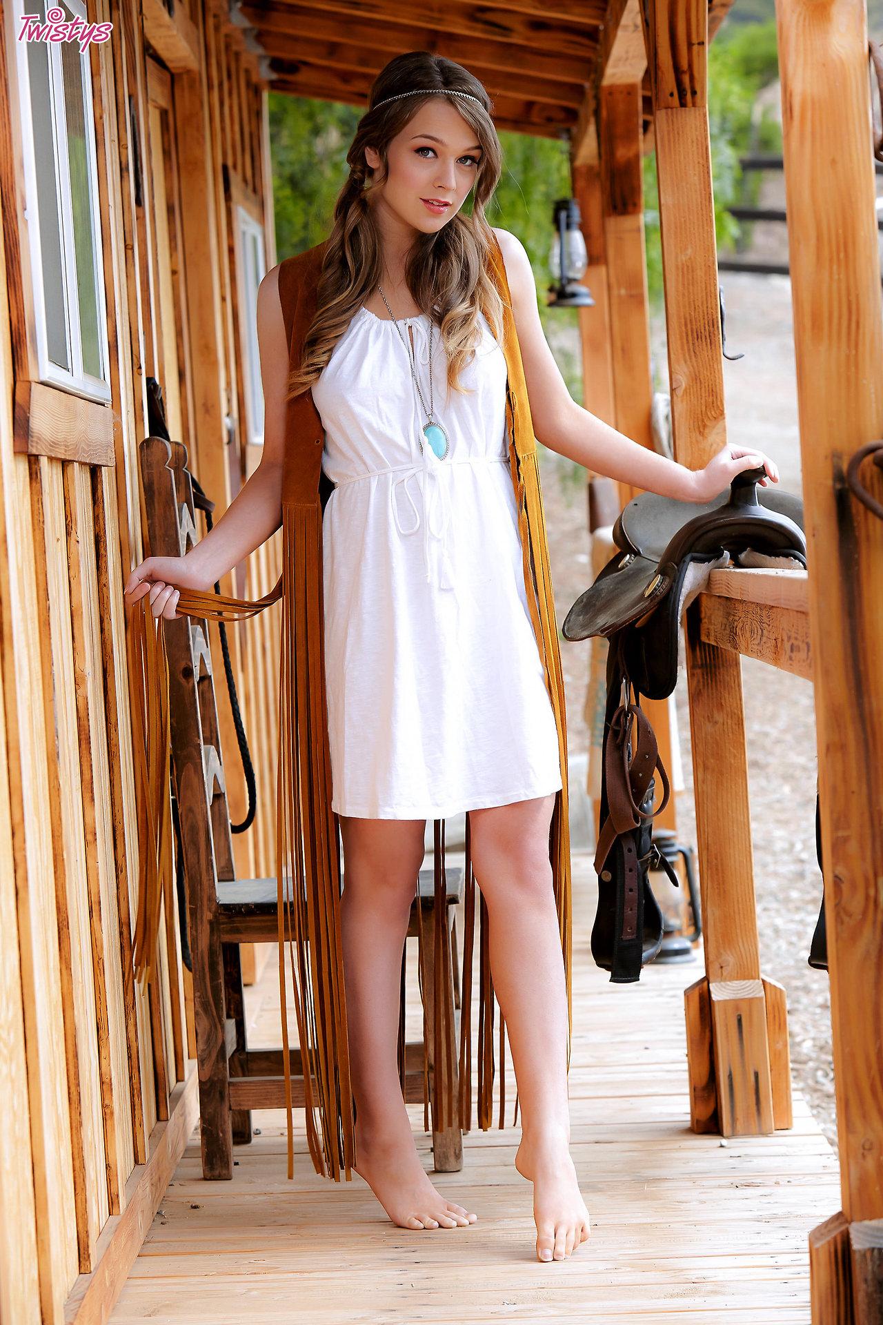 Alaina Fox – Good Ol' Usofa Girl Next Door Type The Saddle Is T , Lets Ride 1