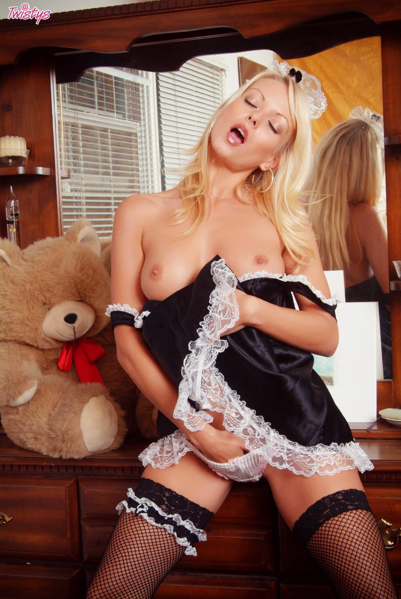 Jana Cova – My Kind Of Maid 3