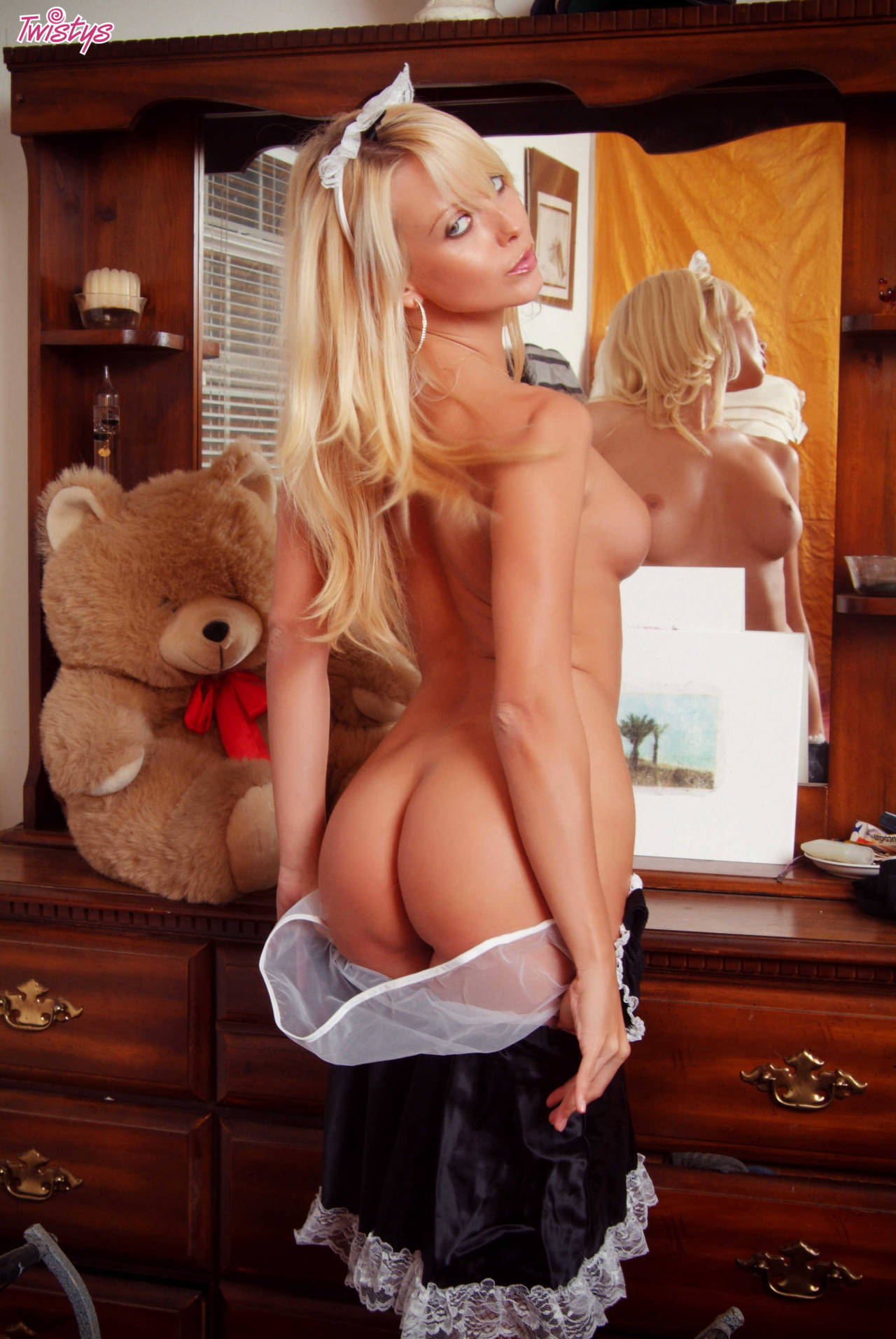 Jana Cova – My Kind Of Maid 4