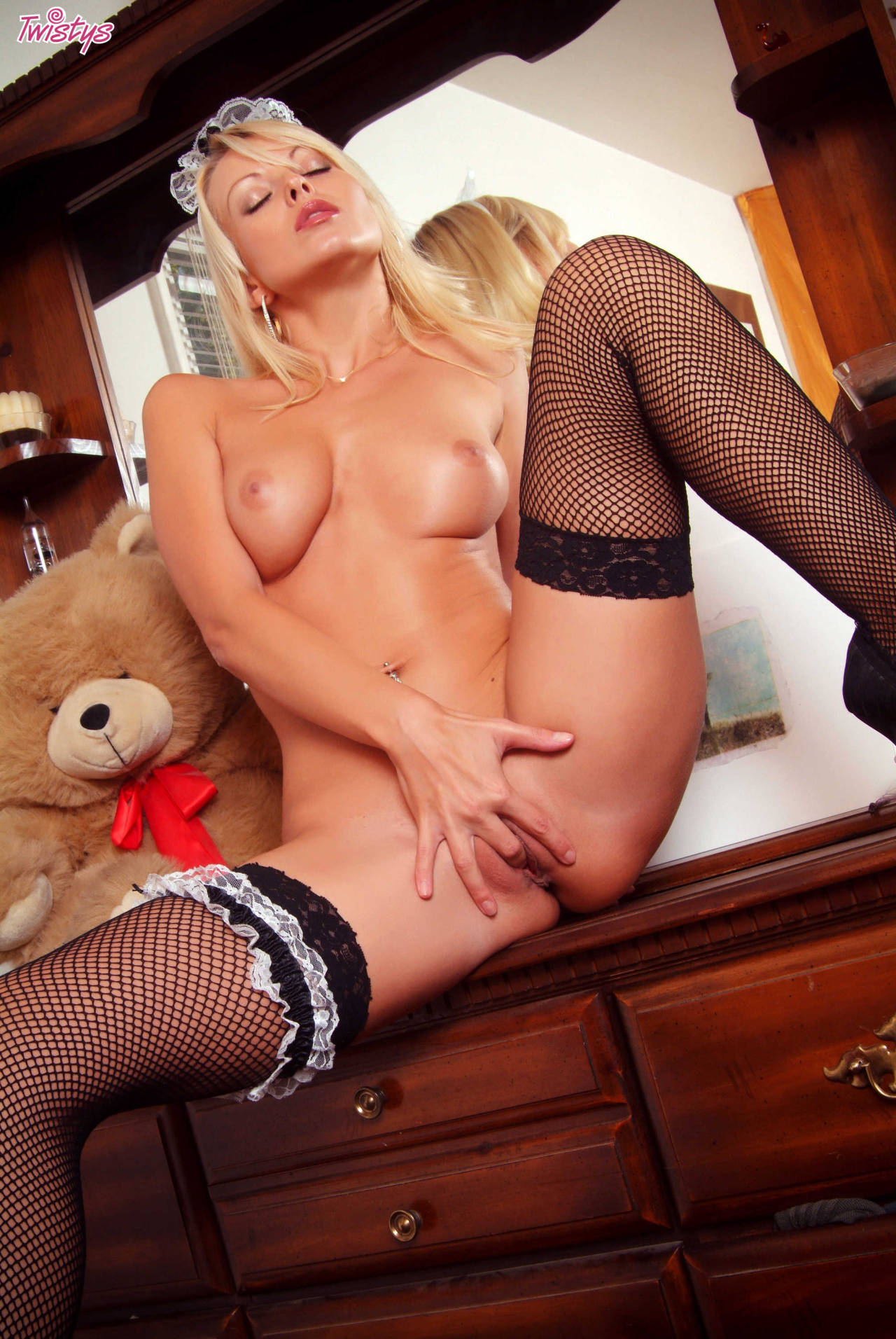 Jana Cova – My Kind Of Maid 9