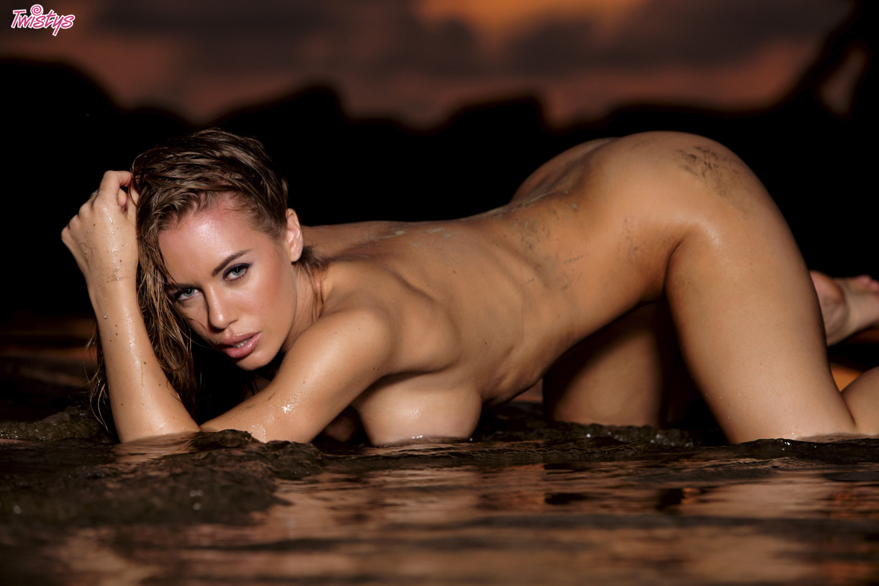 Nicole Aniston In Her Twistys Treat Of The Year Shoot In Costa Rica 6