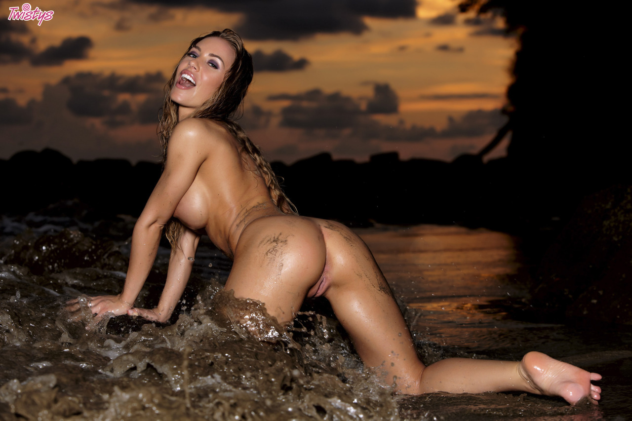 Nicole Aniston In Her Twistys Treat Of The Year Shoot In Costa Rica 7