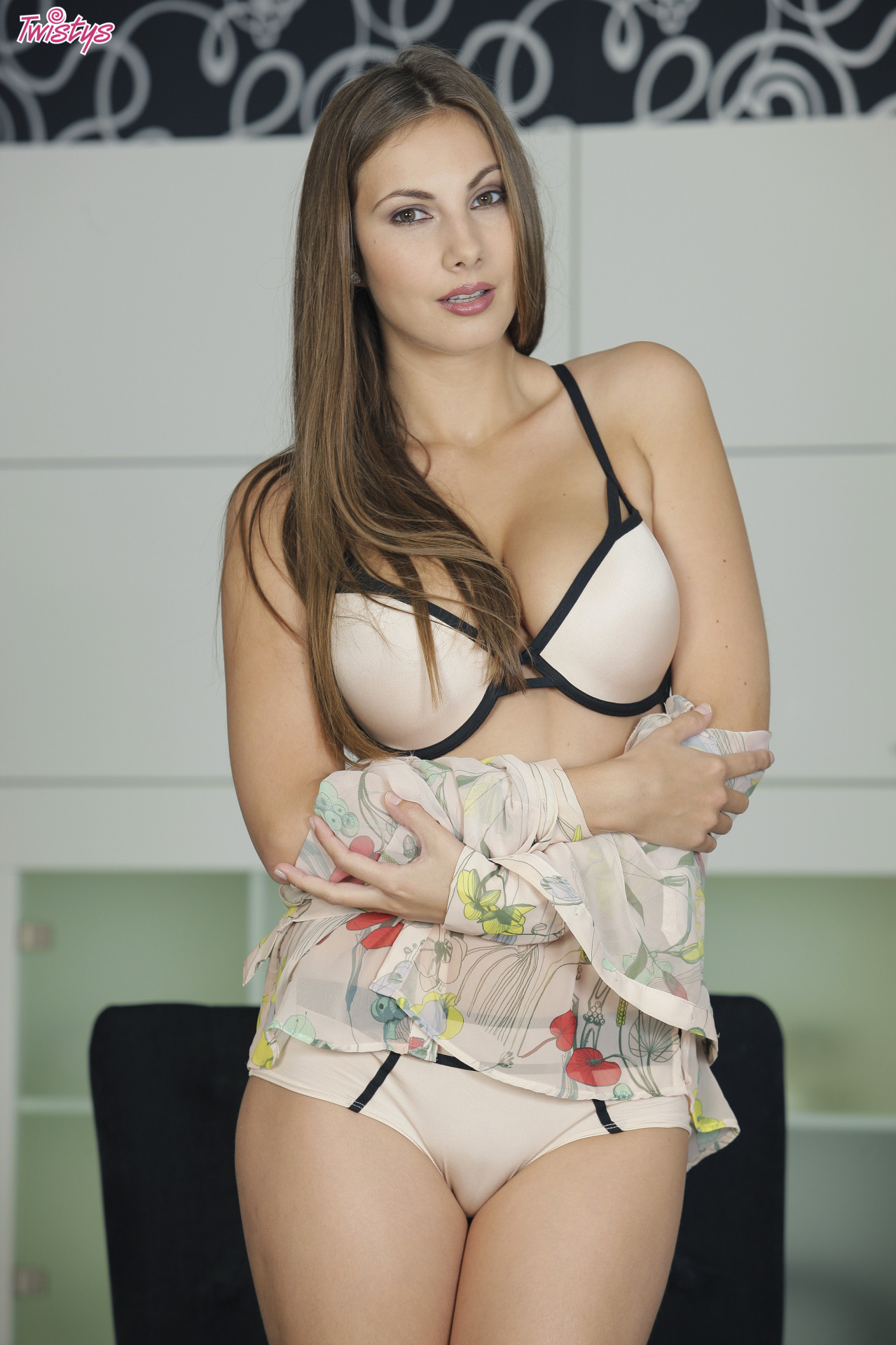 Connie Carter / Mary Grey / Conny Lior / Roselyne A / Josephine – Yet More Busty Loveliness Part 1 Of 2 2
